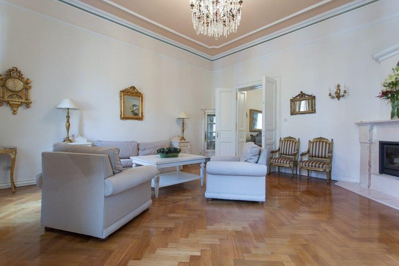Ragusa, downtown apartment - 200m2, vacation rental in Zagreb