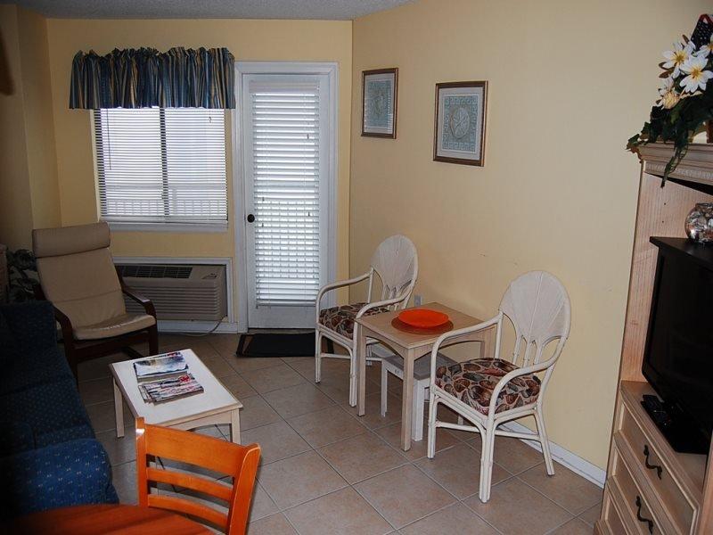 Bluewater Resort 819 ( 1 Bdrm, 1 Bath Ocean View), vacation rental in Myrtle Beach