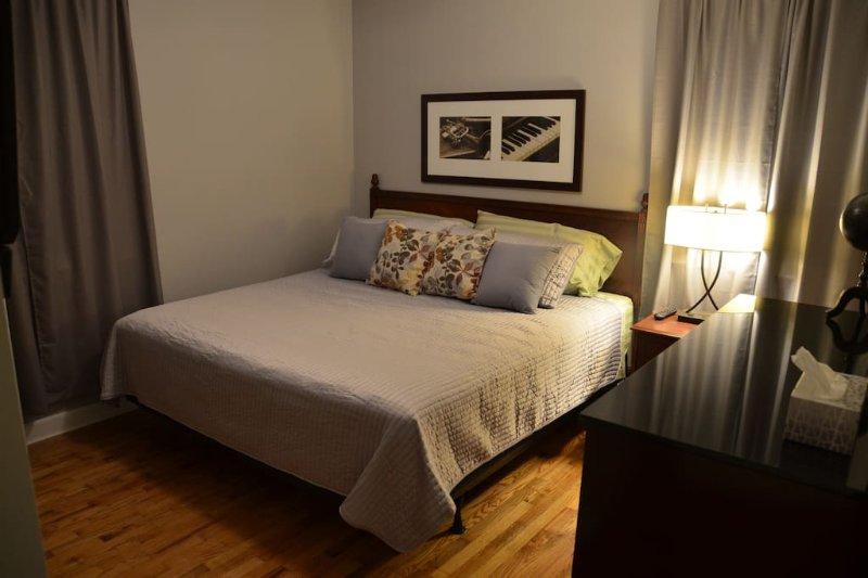 Gillette House Sleeps 12, location de vacances à Antioch
