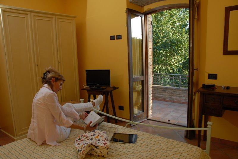 MIMOSA - camera matrimoniale, aluguéis de temporada em San Vitale