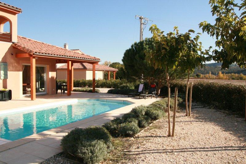 Villa Julie voor 10 personen met privézwembad, Ferienwohnung in Vallon-Pont-d'Arc