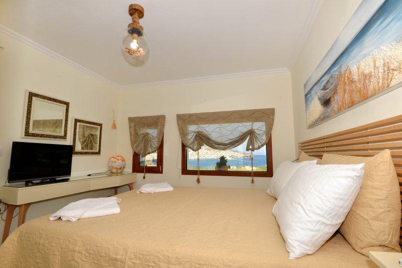VILAMARENOSTA-ARMONIA-BEDROOM-SEA-HERMOUPOLIS VIEW EVEN FROM THE BED