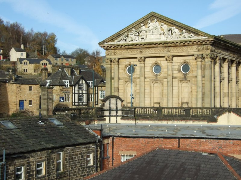 Julie and Matthew's Holiday Home awaits you!, location de vacances à Todmorden