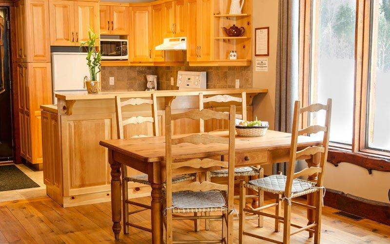 Pintoresca cocina y comedor