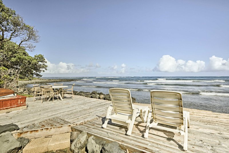 Make memories to last a lifetime at this wonderful oceanfront home in Hauula.