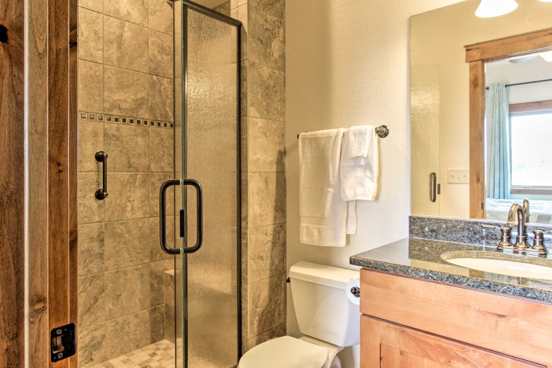 Wash off any lake day remnants in this walk-in shower.
