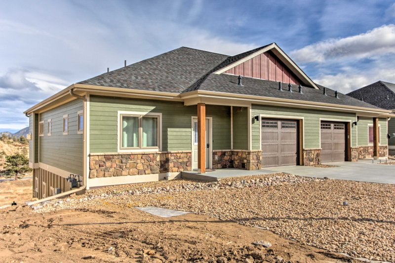 This brand new home boasts 2,000 square feet of living space to host 8 guests.