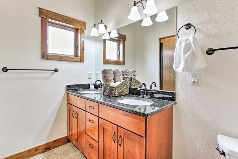 All 3 rooms offer access to full en-suite bathrooms.
