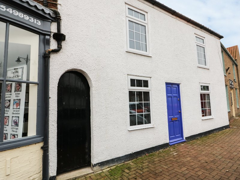 13 MARKET PLACE, charming retreat, market place, pet-friendly, in Burgh le, vacation rental in Skendleby