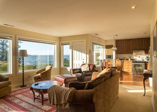 Spectacular views await those visiting this ground floor unit in Depoe Bay!, alquiler vacacional en Depoe Bay