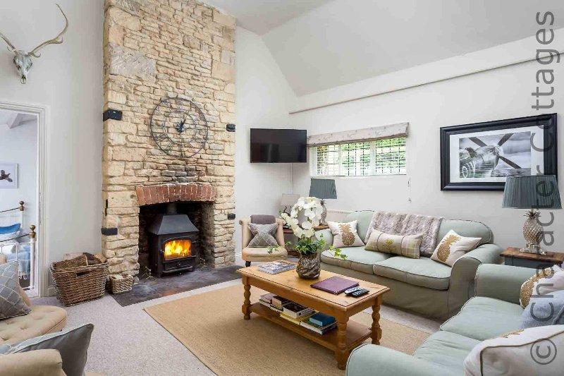 O impressionante, à moda sala de estar, com lareira