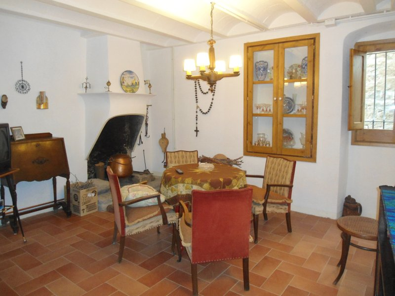 Cal Son is a house located within the urban area of the village of Alpens, alquiler vacacional en Vidrà