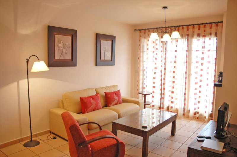 Apartamento 2 dorm Spanish Village (con piscina comunitaria), holiday rental in Fuente Alamo