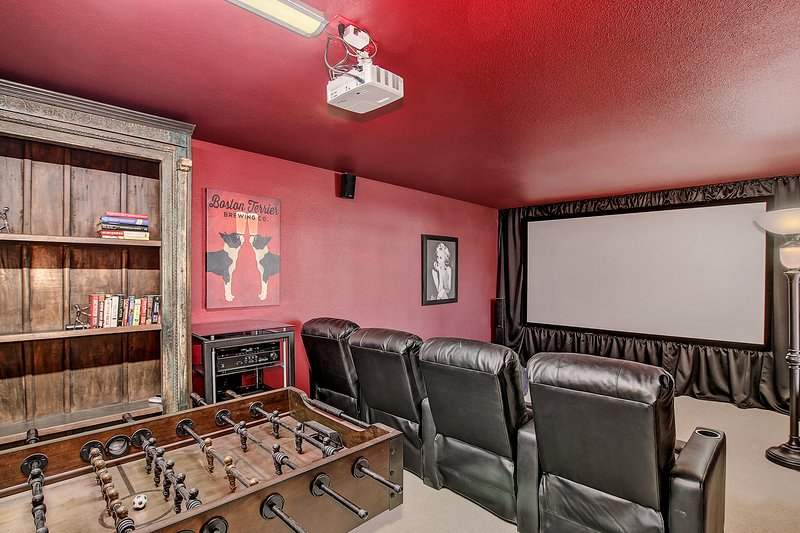 Tempe Home Theater House - Great Location!, vacation rental in Tempe