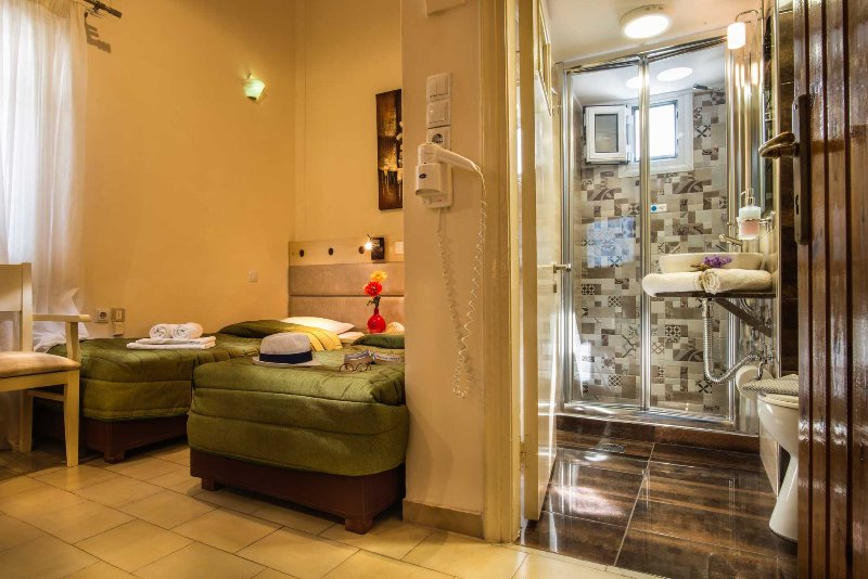 Semiramis Guesthouse ( Single room 2 ), vacation rental in Adamas