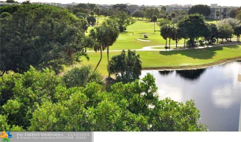 Large 1810 sqft, 3BR/3BR condo, 7th floor, view on Palm Aire Country Club Golf, location de vacances à North Lauderdale