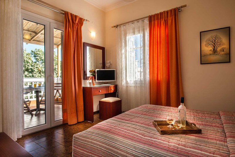 Semiramis Guesthouse Standard Double 3 ( double bed or 2 single bed ), holiday rental in Adamas