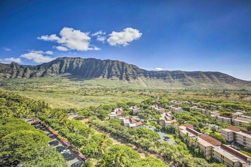 Le condo offre une vue imprenable sur les montagnes, la vallée, l'océan et une végétation luxuriante.