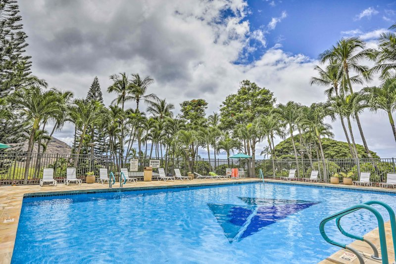Unwind and experience paradise at this  classy studio 1-bath condo in Makaha.