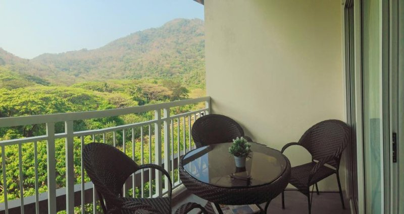 Pico de Loro Unit for Rent, holiday rental in Lian