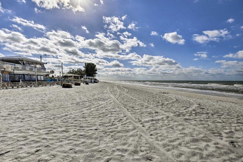 Fuja para a costa neste 2-cama, 1 banho St. Pete Beach férias condomínio!