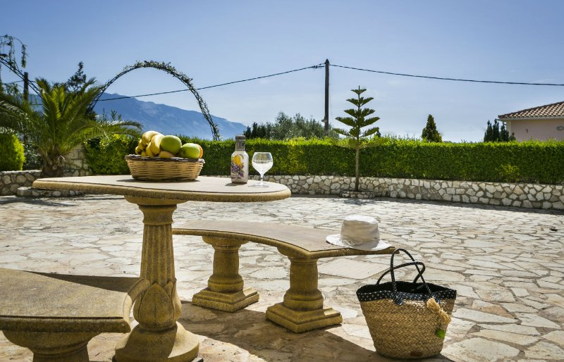 Evi's Gardens One Bedroom Apartments, holiday rental in Lakithra