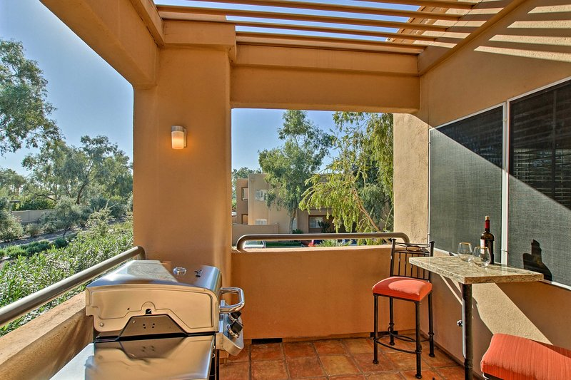 Located in the gated Gainey Ranch community, this unit offers resort amenities.