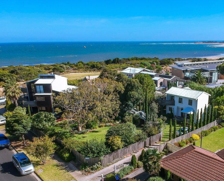 Beach Cottages Torquay - sunny, cosy, private & by the beach, location de vacances à Freshwater Creek