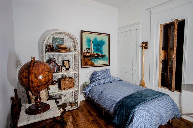 Boudoir or second bedroom