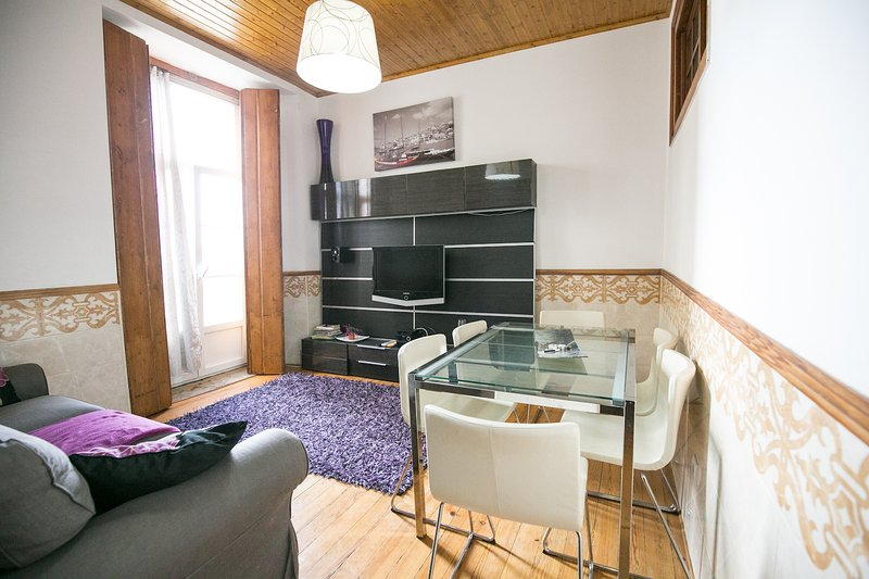 Brya Black Apartment, Alfama, Lisboa, vacation rental in Almada