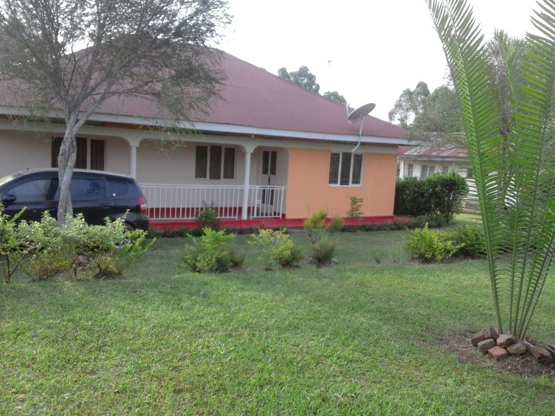 Sunshine Villa Holiday Home, casa vacanza a Kibale National Park