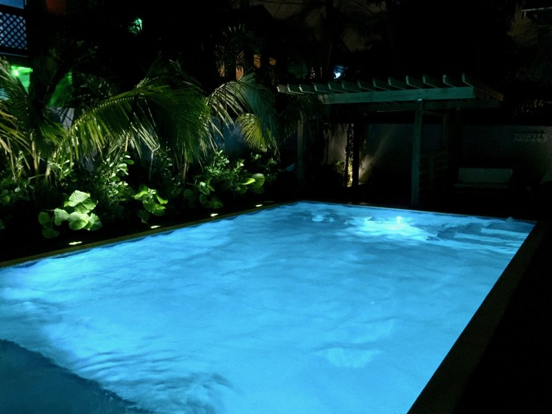 Beheizter Pool. 3ft- 6ft Tiefe. 15ft x 27ft Schwimmbereich