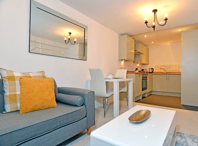 Couples Retreat Apt close to the sea & attractions with 1 bedroom & parking, Ferienwohnung in Jevington