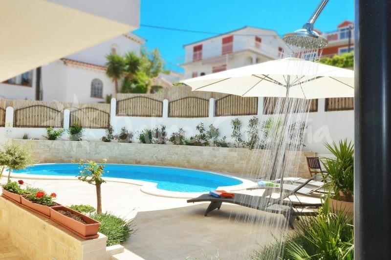 apartment La piscine, location de vacances à Mastrinka