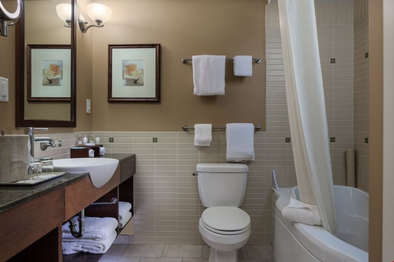The bathroom is clean and nicely decorated