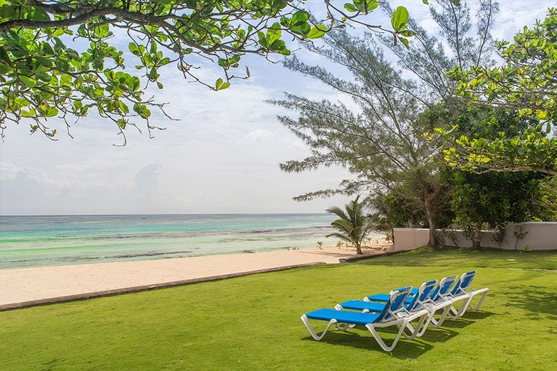 ABSOLUTE BEACHFRONT! POOL! STAFF! TENNIS COURT! LUXURY! Villa Mara-7BR, holiday rental in Mammee Bay