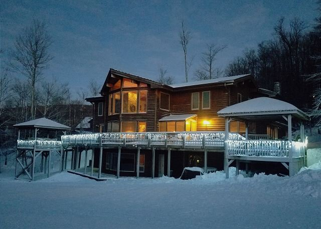 Lovely 10 bedroom home offers the perfect place for your next gathering., holiday rental in Canaan Valley