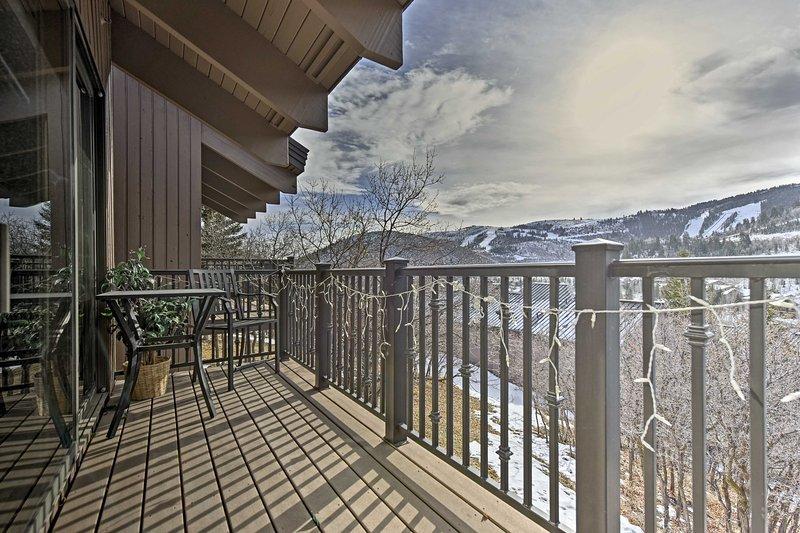 Profitez d'une vue imprenable sur Deer Valley depuis le pont spacieux de cette location de vacances!