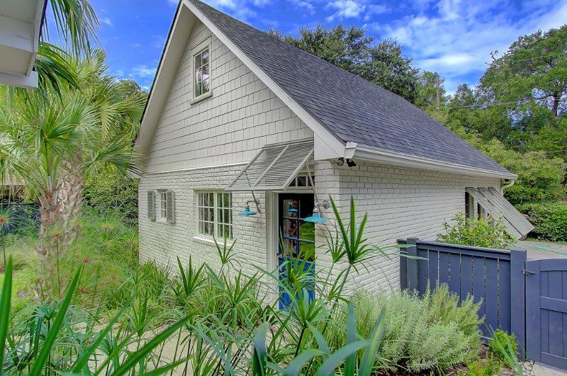 Charming Charleston Carriage House, aluguéis de temporada em Mount Pleasant