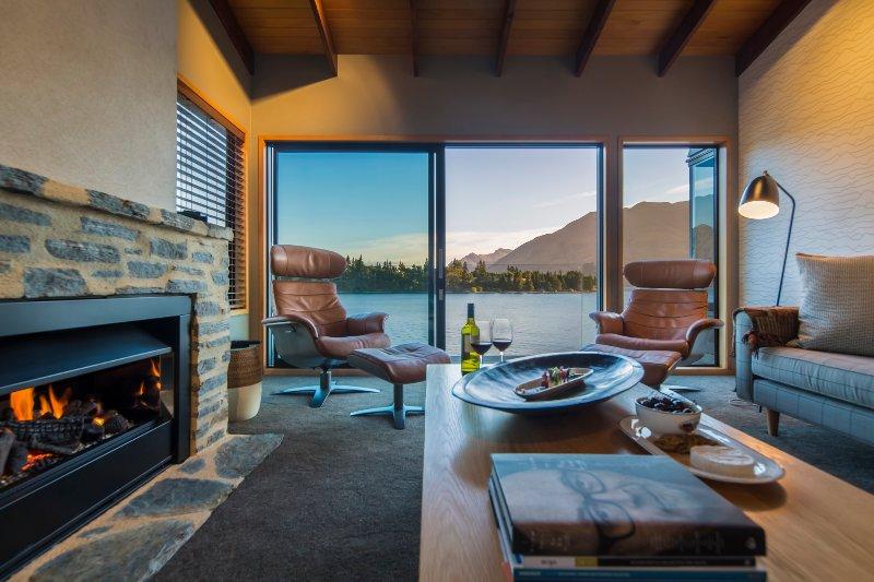 Stylish lounge overlooking beautiful Lake Wakatipu