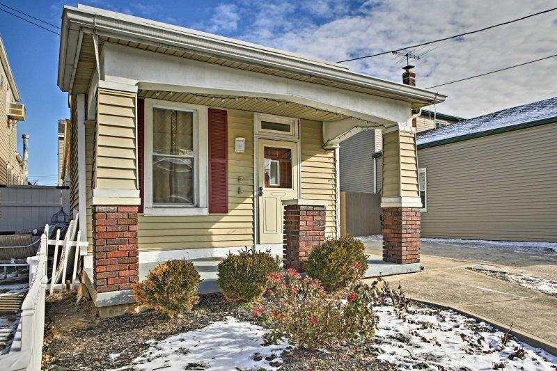 Cette maison vierge est très sûr, situé dans un charmant quartier résidentiel.
