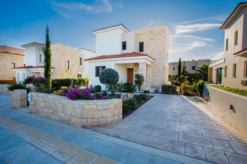 24. Golden Villa nueva villa de playa de 3 dormitorios en suite con piscina privada.