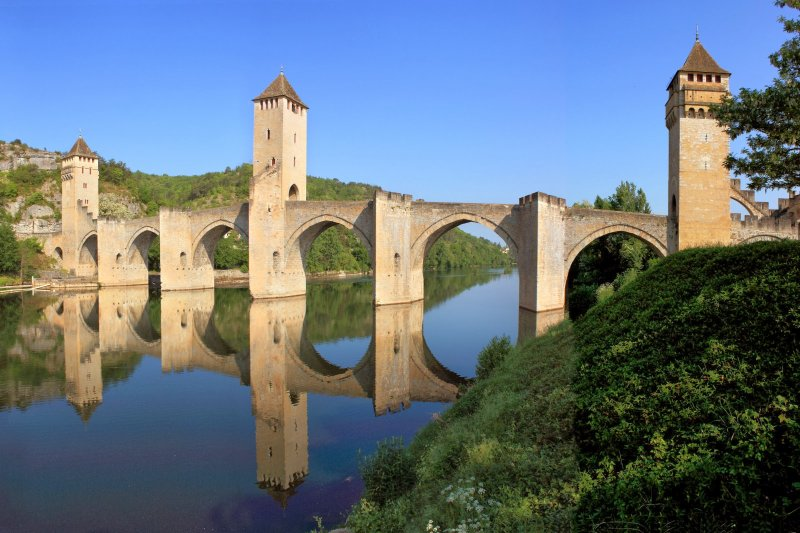 The city of Cahors with its Pont Valentré 45 minutes