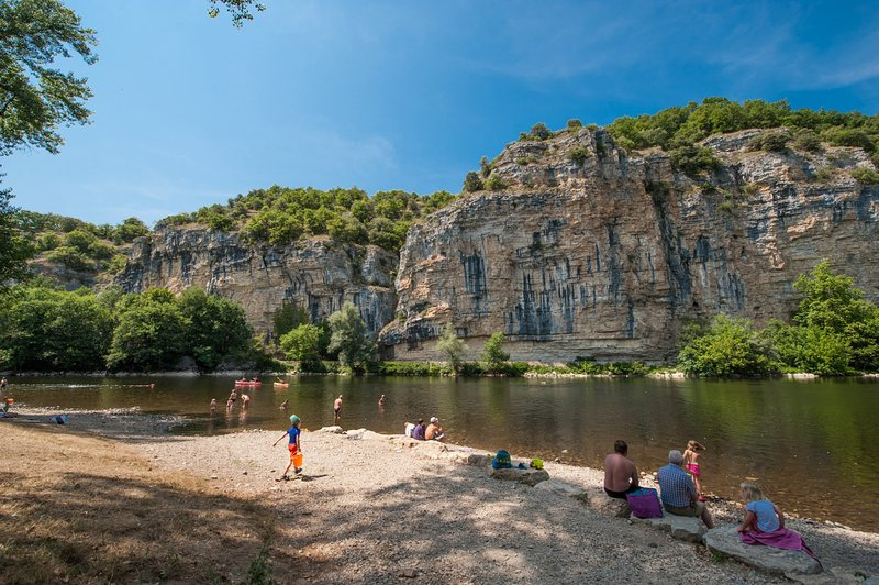swimming and canoe on the Dordogne Gluges, 30 min