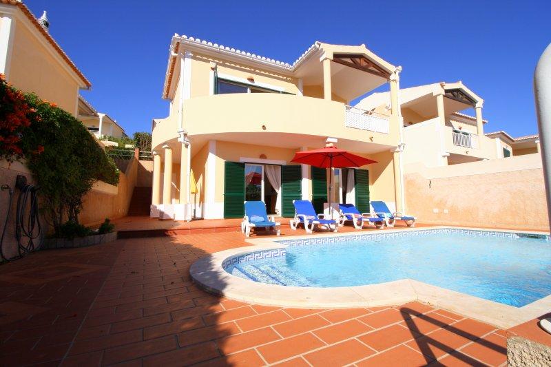 Villa indipendente con 2 camere da letto e piscina privata, a piedi dalla spiaggia!