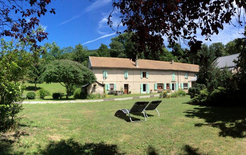 Gîte de la Pierre percée, Matheysine, entre lacs et montagnes., casa vacanza a Laffrey