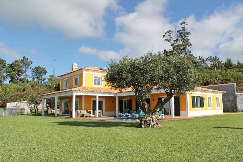 Magnificent & spacious, large garden, heated pool, seaview | Bellevue Villa, casa vacanza a Prazeres