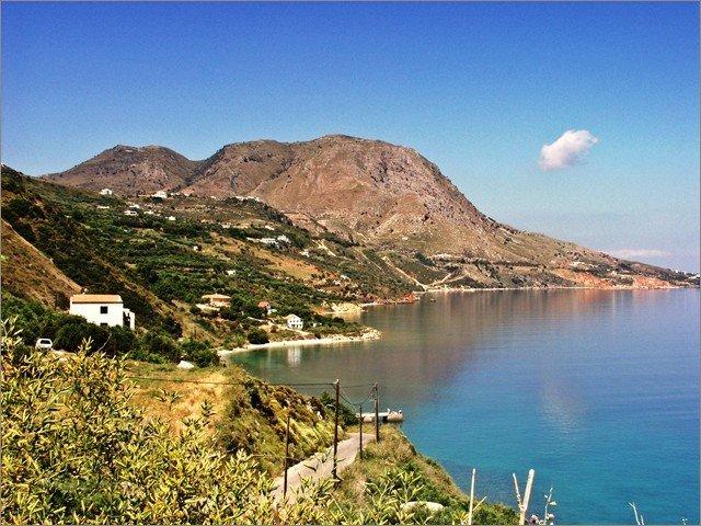 Katerina's Penthouse beautiful beach-side villa near Kalyves, Chania, vacation rental in Kalyves
