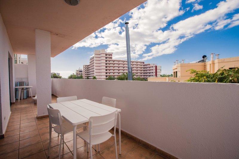 2 Bedroom Apartment in Las Americas LA/73, holiday rental in Tenerife