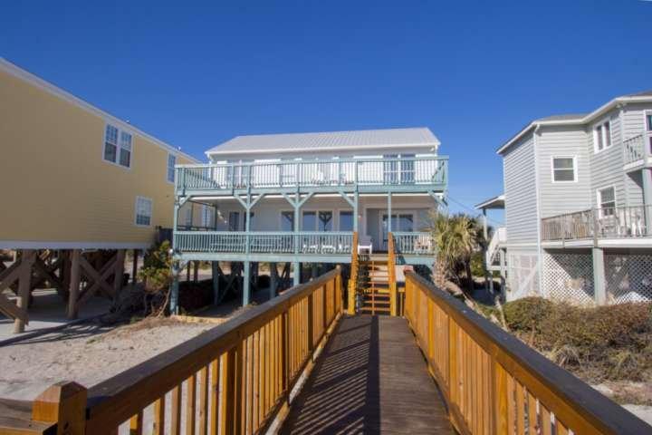 Sandy Bay, Oceanfront 4 Bedroom House with Free Water Park, Aquarium, Mini-Golf, location de vacances à Murrells Inlet